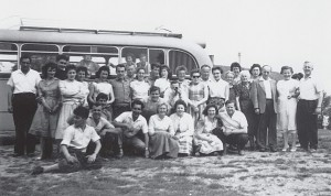 Die Naturfreunde Grünwinkel bei einer Ausfahrt 1952 nach Markgröningen.