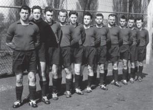 Die 1. Mannschaft des FV Grünwinkel im Jubiläumsjahr 1960.