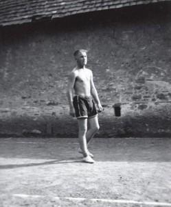 Auf den Plätzen bei der Appenmühle wurde 1932 eifrig Ringtennis gespielt. Diese Aufnahme zeigt den erfolgreichen Spieler Otto Fetzer, einen der Söhne des letzten Müllers der Appenmühle, Jakob Fetzer.