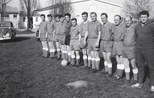 Die Mannschaft der Alten Herren des FSV Hardeck 1963.