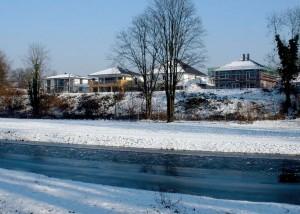 Die stattlichen Einzelhäuser entstanden als Erstes auf dem ehemaligen Sportplatz.