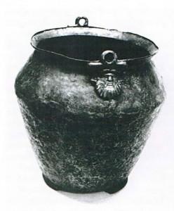 Römischer Bronzeeimer vom Anfang des 1. Jahrhunderts n. Chr. Der Eimer wrude bei Baggerarbeiten in Maxau in einer Kiesgrube geborgen.